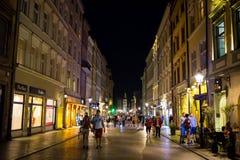 09 del luglio 2017 - Polonia, Cracovia Quadrato del mercato alla notte La conduttura Fotografie Stock