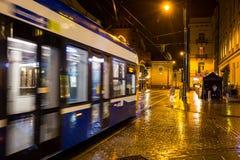 11 del luglio 2017 - Polonia, Cracovia Quadrato del mercato alla notte La conduttura Fotografia Stock