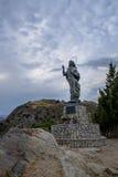 Del Mare Our Lady de la estatua del mar - puerto deportivo de Bova, Calabria, Italia de Madonna Foto de archivo