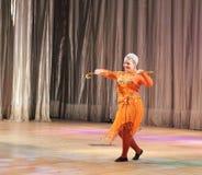 Del niño bailarín abajo Imagenes de archivo