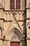 Del och detalj av katolsk kyrkaexternal Arkivbild