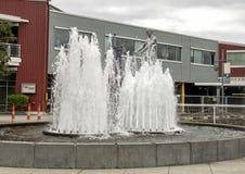 ` Del padre y del hijo del ` de Louise Bourgeois, parque olímpico de Sculptue, Seattle, Washington, Estados Unidos imagen de archivo