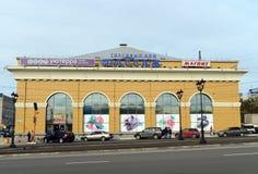 ` Del passaggio del ` della casa di commercio sul viale di Lenin in Barnaul Fotografie Stock Libere da Diritti