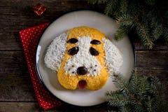 ` Del perro del ` de la ensalada del ` s del Año Nuevo para la celebración de 2018 - el año del perro amarillo Ensalada del pollo Foto de archivo libre de regalías