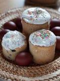 Del ruso todavía de Pascua vida con la torta Imagenes de archivo
