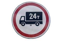 ` Del segnale stradale nessun veicoli industriali oltre 24 ` di tonnellata isolati su bianco Immagine Stock Libera da Diritti