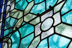 Del vetro macchiato del primo piano della chiesa contrasto religioso Te del nero all'interno fotografie stock