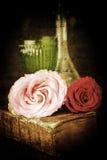 Del vintage todavía del estilo vida con las rosas Imagen de archivo