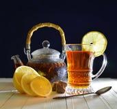 Del vintage todavía del té vida con el limón y el azúcar Imágenes de archivo libres de regalías