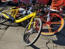 Dela för Dockless cykel arkivbilder
