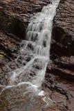 delad vattenfall för flodrock Royaltyfri Foto