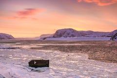 Delail na costa nevado do mar de Barents em Teriberka, região de Murmansk, Rússia Fotos de Stock Royalty Free