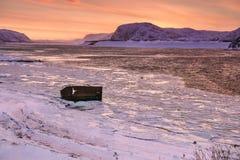 Delail na costa nevado do mar de Barents em Teriberka, região de Murmansk, Rússia Imagem de Stock