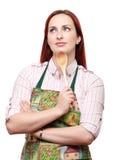 Delantal que desgasta de la mujer, con una cuchara de madera Fotografía de archivo libre de regalías
