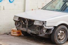Delante de un coche un accidente Fotografía de archivo