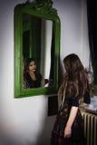Delante del espejo Foto de archivo