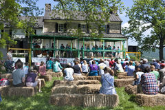 Delaplane, Virginia, USA 24. Mai 2014: Die amerikanischen Kinder des ERGEBNISSES durchführend am Delaplane-Erdbeerfestival am Him Lizenzfreies Stockfoto