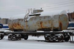 Delar av den snöig fraktrailcaren Arkivfoton