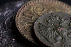 Delar av forntida rysk myntnärbild av det 18th århundradet, slut av kopparmynt Arkivfoton