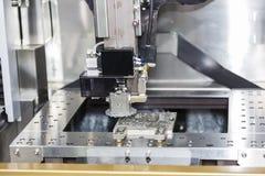 Delar för form för klipp för maskin för CNC-trådsnitt Fotografering för Bildbyråer