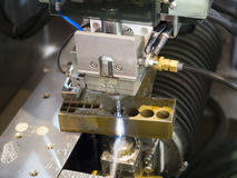 Delar för form för klipp för maskin för CNC-trådsnitt Arkivfoto