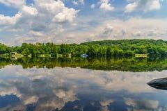 Delaware River am Sommer von der historischen neuen Hoffnung, PA lizenzfreie stockfotos