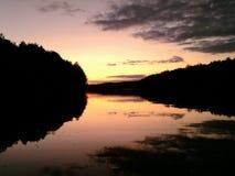 Delaware vattenGap solnedgång över floden mellan bergen royaltyfria bilder