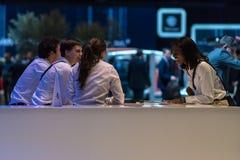 Delegados de las ventas al final del día, salón del automóvil internacional 2018 de Ginebra fotografía de archivo libre de regalías