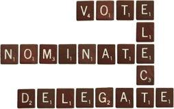 delegaten väljer nominerar scrabbletegelplattor röstar Royaltyfri Foto