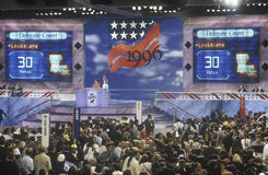 Delegaterna från staten av Louisiana gjuter 30 röstar för Bob Dole på den 1996 republikanska nationella regeln i San Diego, Cali Royaltyfria Foton