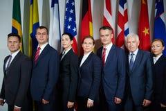 Delegierte, die für offizielles Foto aufwerfen lizenzfreies stockfoto