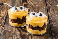 Deleites de Dia das Bruxas, sobremesa pequena do monstro Foto de Stock