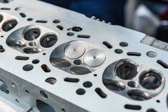 Delen av bilmotorn, ventil fyra går mot in varje cylinder royaltyfri foto
