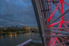 Delen av staden av London på nattsikten från det London ögat capsule dåligt arkivbild