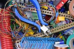 Delen en hulpmiddelen in elektrische installaties worden gebruikt die stock foto