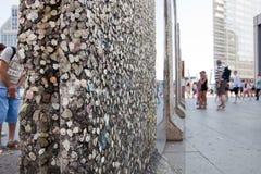 Delen van Berlin Wall op Potsdamer Platz. Berlijn, Duitsland Royalty-vrije Stock Foto