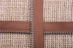 Delen van de ritssluiting op de achtergrond van het linnencanvas Stock Afbeelding