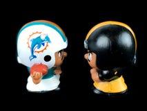 Delfini v Steelers, ` l compagni di squadra di Li gioca su un contesto nero fotografia stock