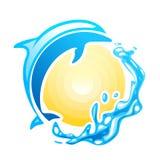 Delfino blu che swinmming nelle onde del mare illustrazione di stock