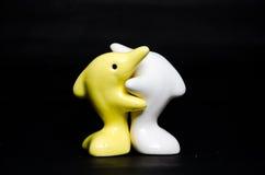 Delfinu ceramiczny prezent na czerni Obrazy Royalty Free