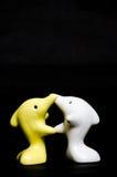 Delfinu ceramiczny prezent na czerni Obraz Royalty Free