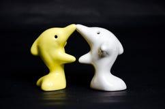 Delfinu ceramiczny prezent na czerni Fotografia Royalty Free