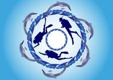 Delfínes y zambullidores de equipo de submarinismo Fotos de archivo libres de regalías