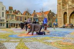 DELFT holandie - DEC 19, 2017: Ludzie tworzy obrazy na ulicach w Delft holandie zdjęcie royalty free