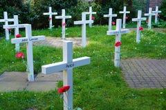 Delft, Holland - April 21, 2019: Prinsenhof, Tijdelijke begraafplaats die deel van coulisse van de tentoonstellings de 'Mojo uitm stock afbeeldingen