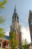 delft Iglesia vieja con un campanario fotos de archivo libres de regalías