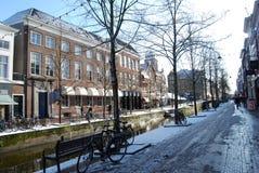 Delft, Nederland - 06 April, 2010: niet geïdentificeerde mensen in stock afbeeldingen