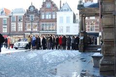 Delft, Nederland - Januari 31: dagelijks en sneeuw hoofdvierkant van stock fotografie