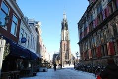 Delft, Nederland - Januari 31: dagelijks en sneeuw hoofdvierkant van stock foto's