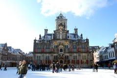 Delft, Nederland - Januari 31: dagelijks en sneeuw hoofdvierkant van royalty-vrije stock afbeelding